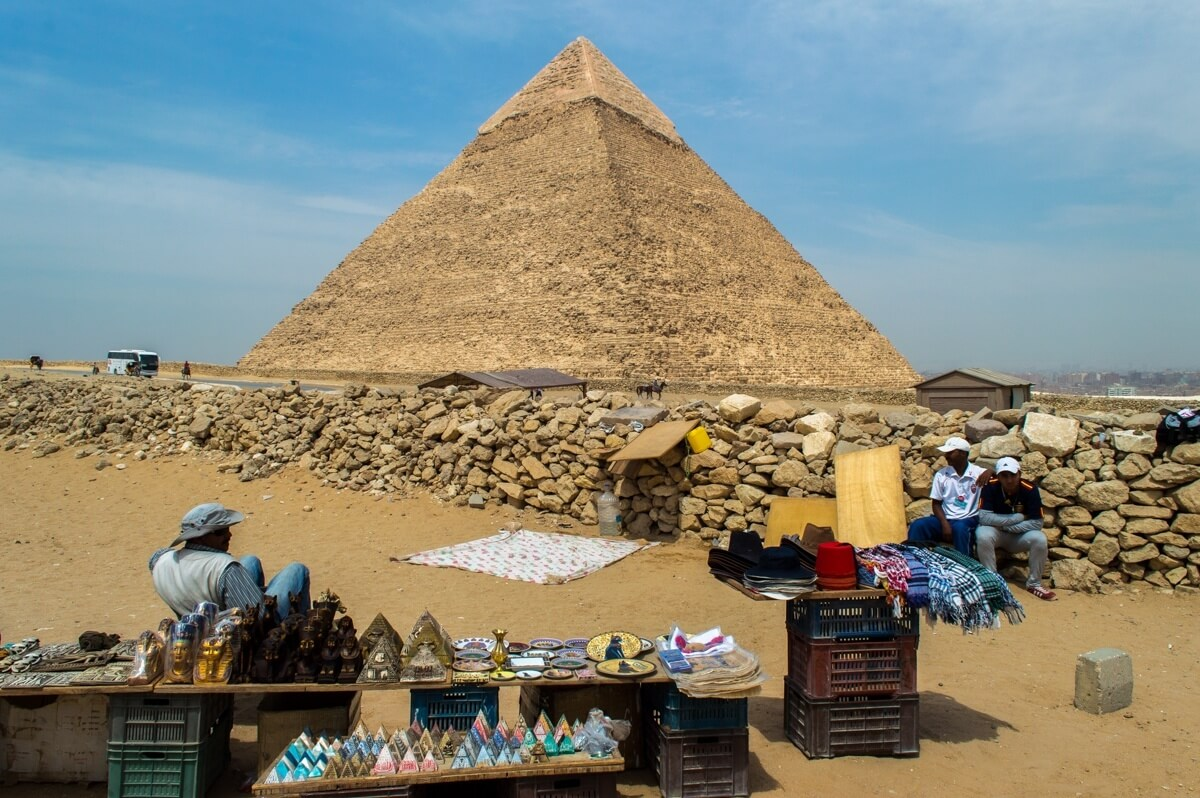 Egypt Scam at the Giza Pyramids: Beware the Camels