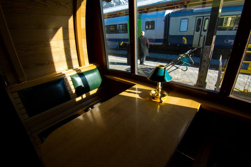 The deluxe dining car of the Golden Pass Classic