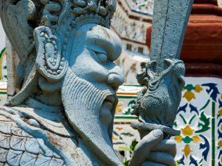 Traditional statues in Wat Arun