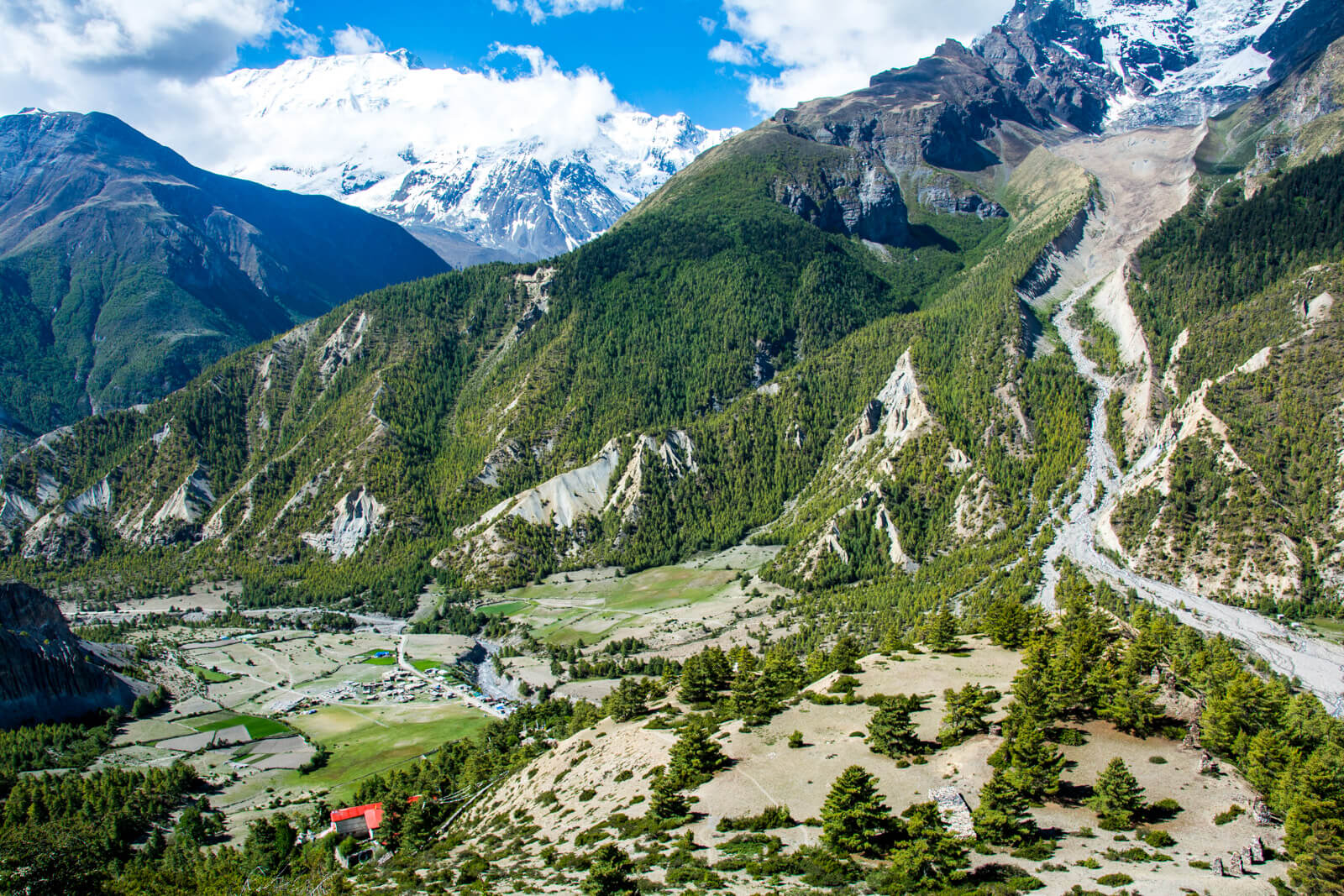 During all the Annapurna Circuit Trek you will be blessed by Views of Wonders